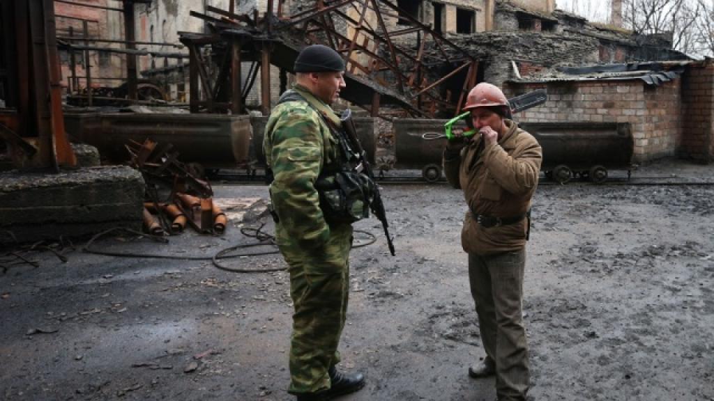 siloviki-obstrelyali-shahtu-v-donecke-pod-zemley-nahodyatsya-okolo-gornyakov-voyni-i-vooruzhennie-konflikti-doneck-ukraina-shahti-i-rudniki