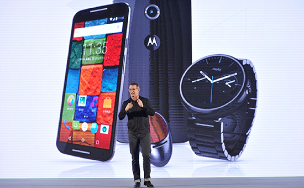 vice-prezident-motorola-mobility-dzhim-viks-na-prezentacii-novih-smartfonov-v-kitae