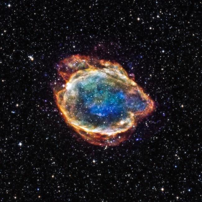 astronomi-nasa-zapechatleli-ostanki-vzorvavsheysya-zvezdi