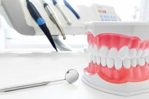 Clean teeth denture, dental jaw model, mirror and dentistry inst